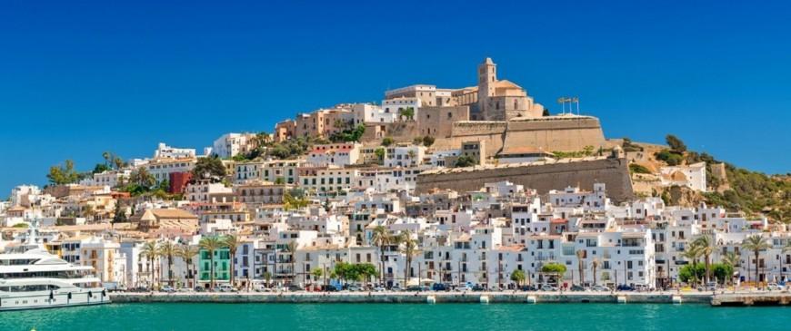 Découvrez les plus beaux endroits pour séjourner à Ibiza